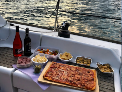 HAPPY HOUR ON BOARD